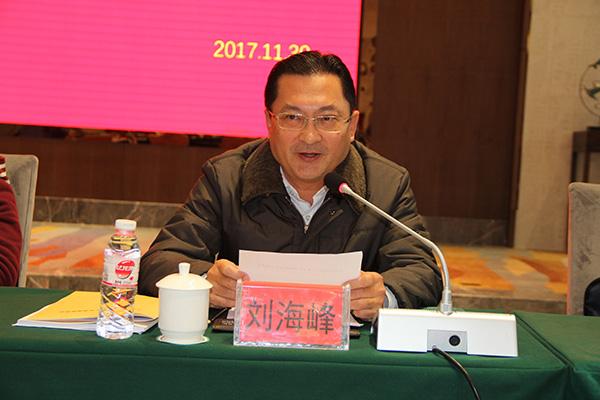 刘海峰同志宣读州委常委,州委组织部部长,州关工委第一主任顾先林