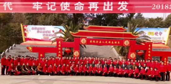 """福建宁德屏南县举办庆""""三八""""百人健身球展演活动"""