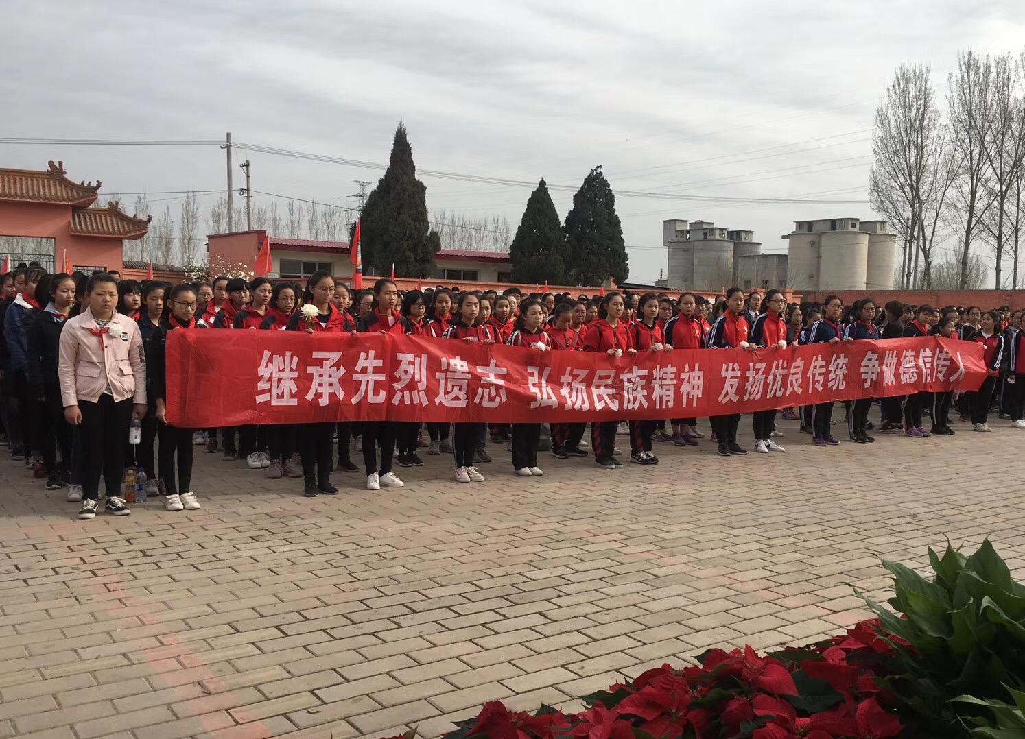 涿州市关工委开展清明节祭扫烈士墓活动