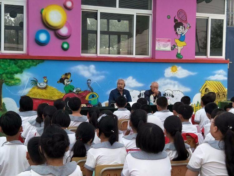 """唐山滦县""""老爷爷报告团""""连续12年开展进校宣讲活动"""