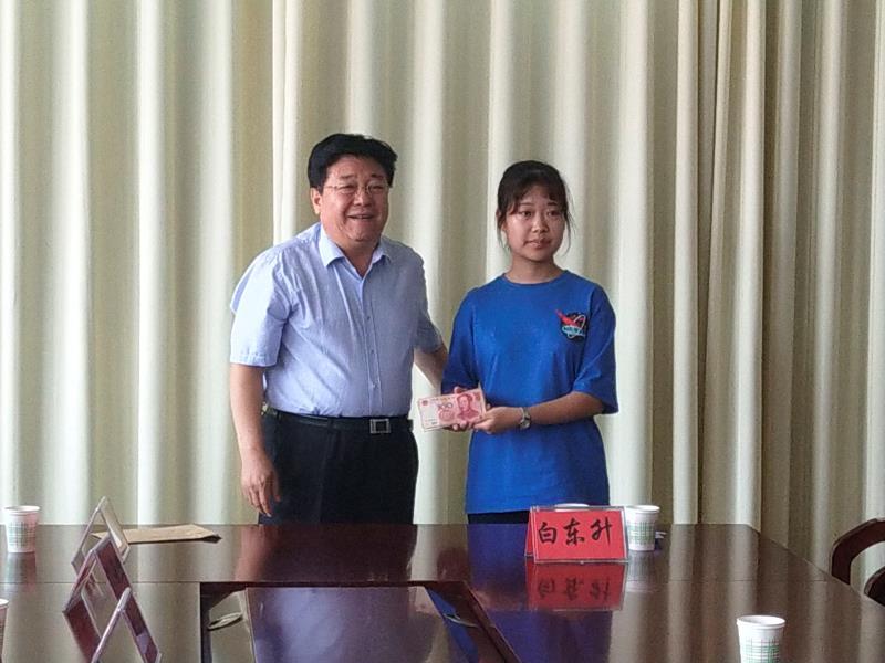 河北省关工委到隆化县走访慰问教师和贫困学生