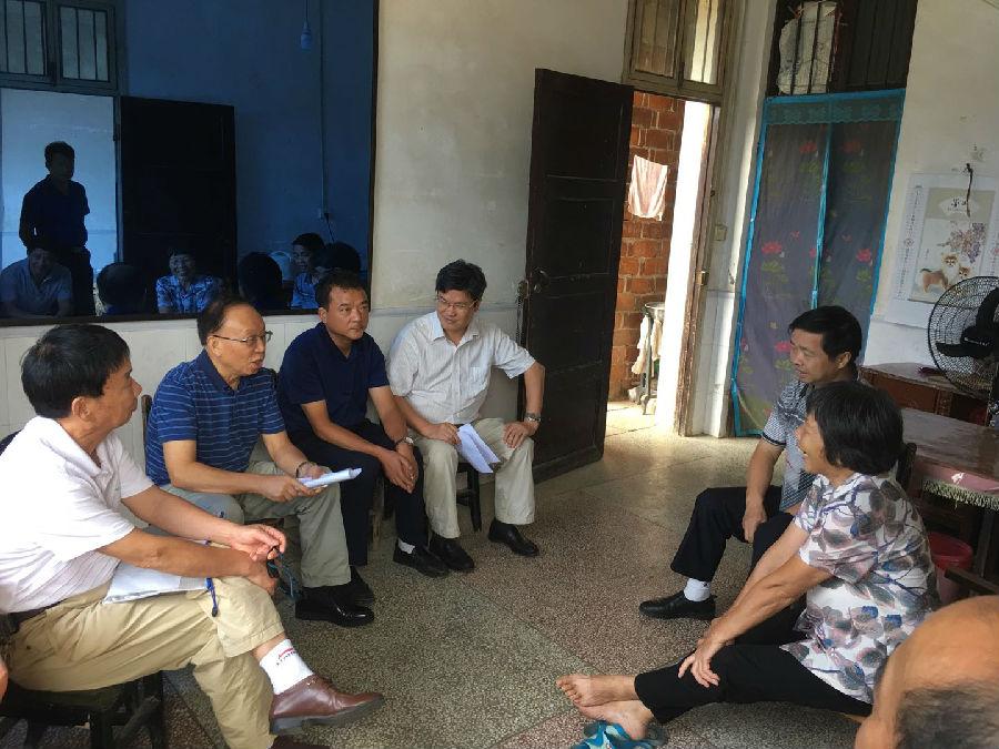 湘潭市关工委老领导实地走访考察贫困受助学生