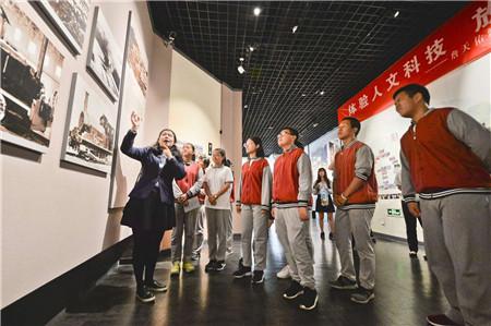 北京市关工委开展青少年体验教育活动