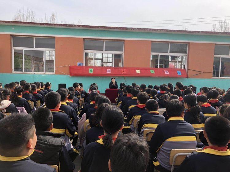 """滦州市 """"小交警""""走进农村学校"""