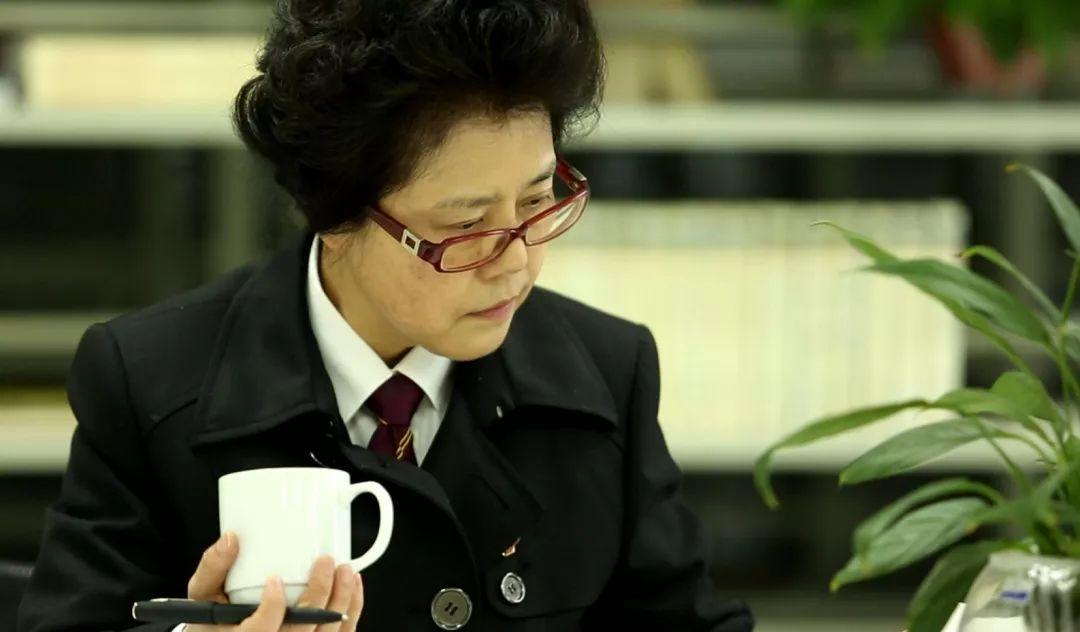 """身边的榜样丨周俐莎:做孩子们的""""法官妈妈"""""""