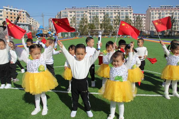 """""""小小中国梦,深深爱国情""""――八五六农场幼儿园迎国庆,唱红歌活动"""
