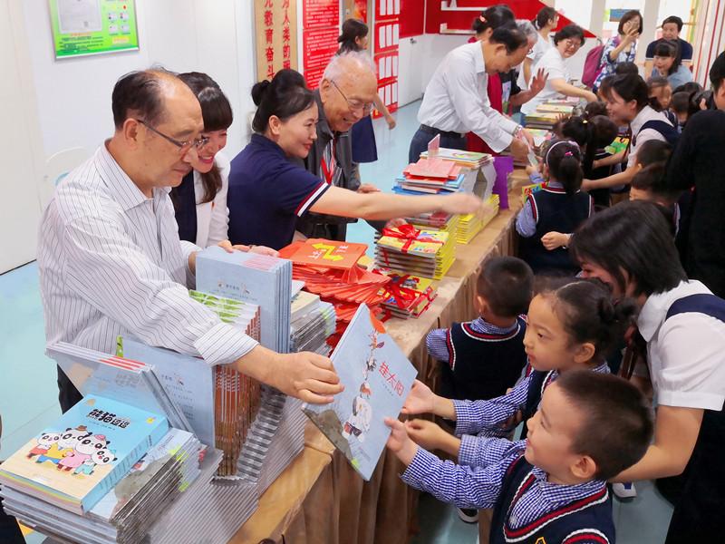 陕西省关工委邀请知名儿童文学作家走进陕西幼儿园和小学