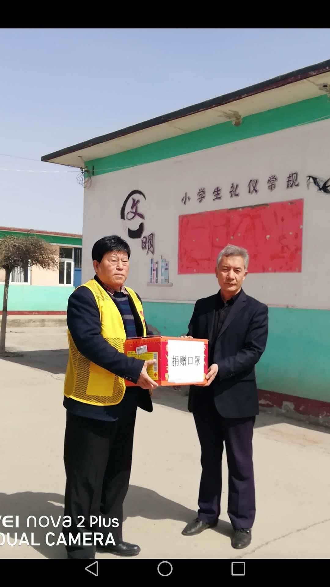 滦州市关工委向部分学校捐赠抗疫物资