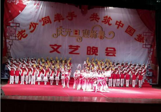"""那坡县举行""""老少同牵手共筑中国梦""""迎新文艺晚会"""