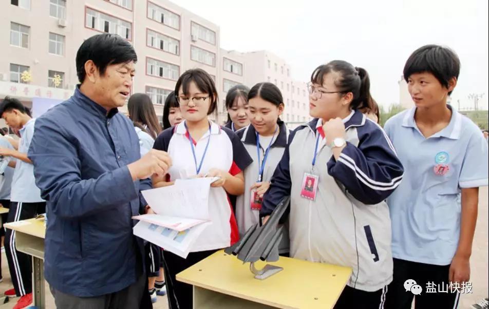 """""""中国好人""""张长生600多架航模献教育"""