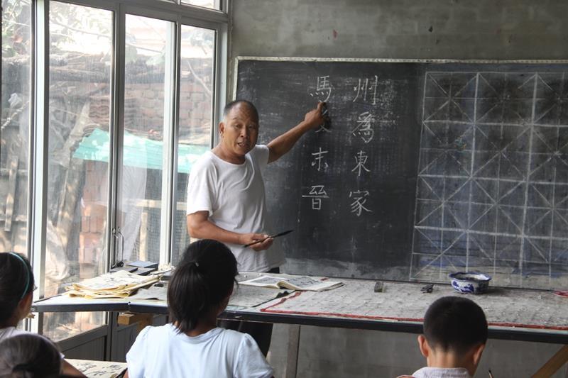 """教育事业伴终身――记山东省广饶县""""五老""""志愿者赵林兴"""