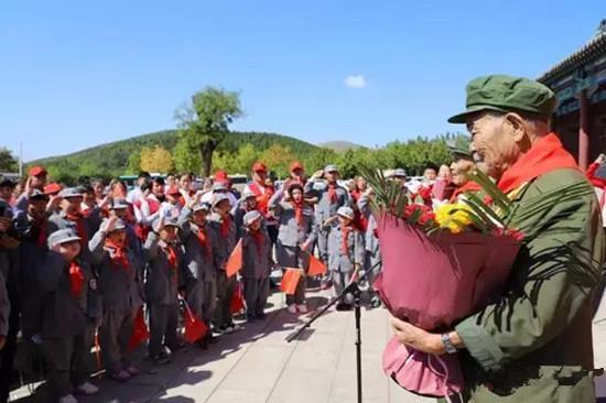 临沂市九旬老兵红色景区讲述抗战故事