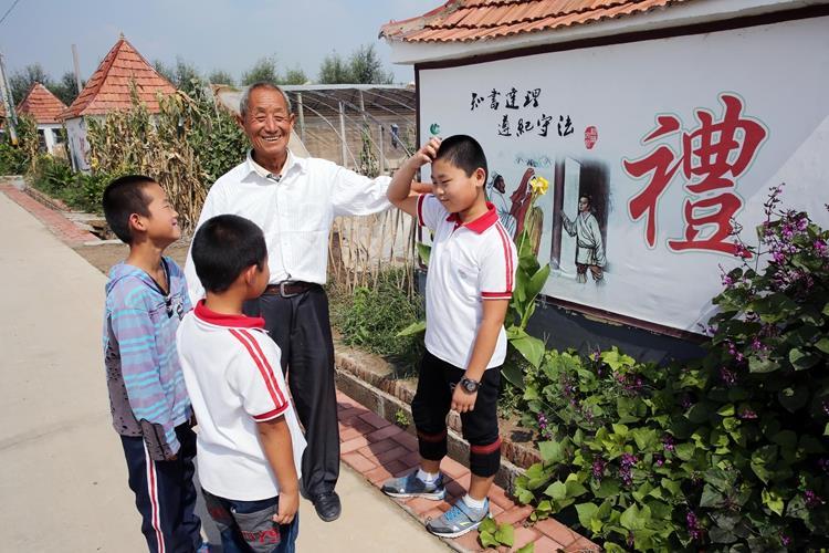 李言成为孩子讲述经典国学诗文.jpg