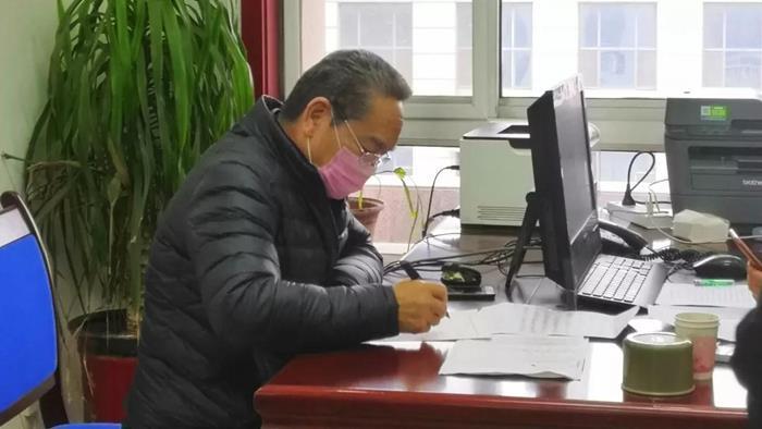 """山东莘县""""五老""""志愿者李学诗主动请战共阻疫情"""